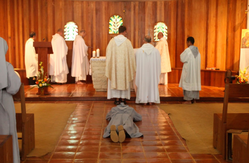 Cebu : professions simples et prises d'habits des Frères de Saint-Jean
